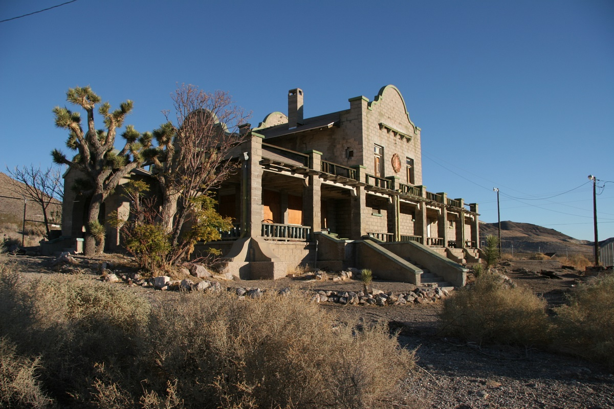 rhyolite_train_station_20061124